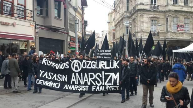 Manifestação em solidariedade a Nikos Romanos. Istambul, dezembro de 2014.
